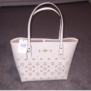 NWT COACH brand new Lexi handbag